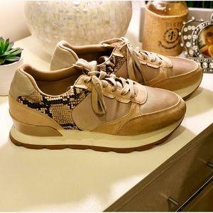 🍁Zara Basics Sand Snakeskin Sneakers Fits 9.5🍁